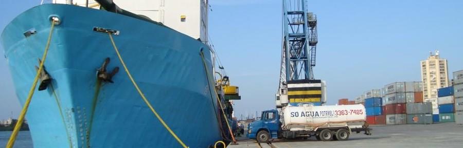 Fornecimento de água para navio